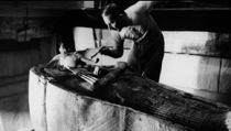 Howard Carter y el sarcófago de Tutankhamón