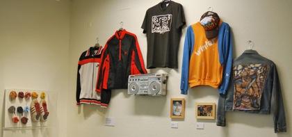 Objetos de los 80 en la exposición.