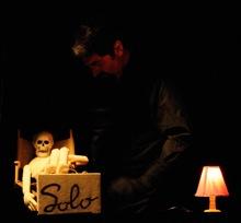 Escena de la obra Solo, de Walter Broggini. Fotografía de Fran Simó.