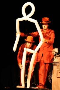 Escena del espectáculo RÚA AIRE de El Retrete de Dorian Gray. Fotografía de Fran Simó.