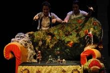 Escena de la obra RODA, RODA... RODOREDA! de la Cía. Engruna Teatre. Fotografía de Fran Simó.