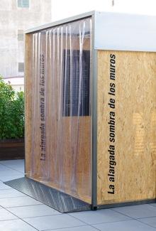 Vista de la instalación que contiene la exposición. Fotografía de Fran Simó.